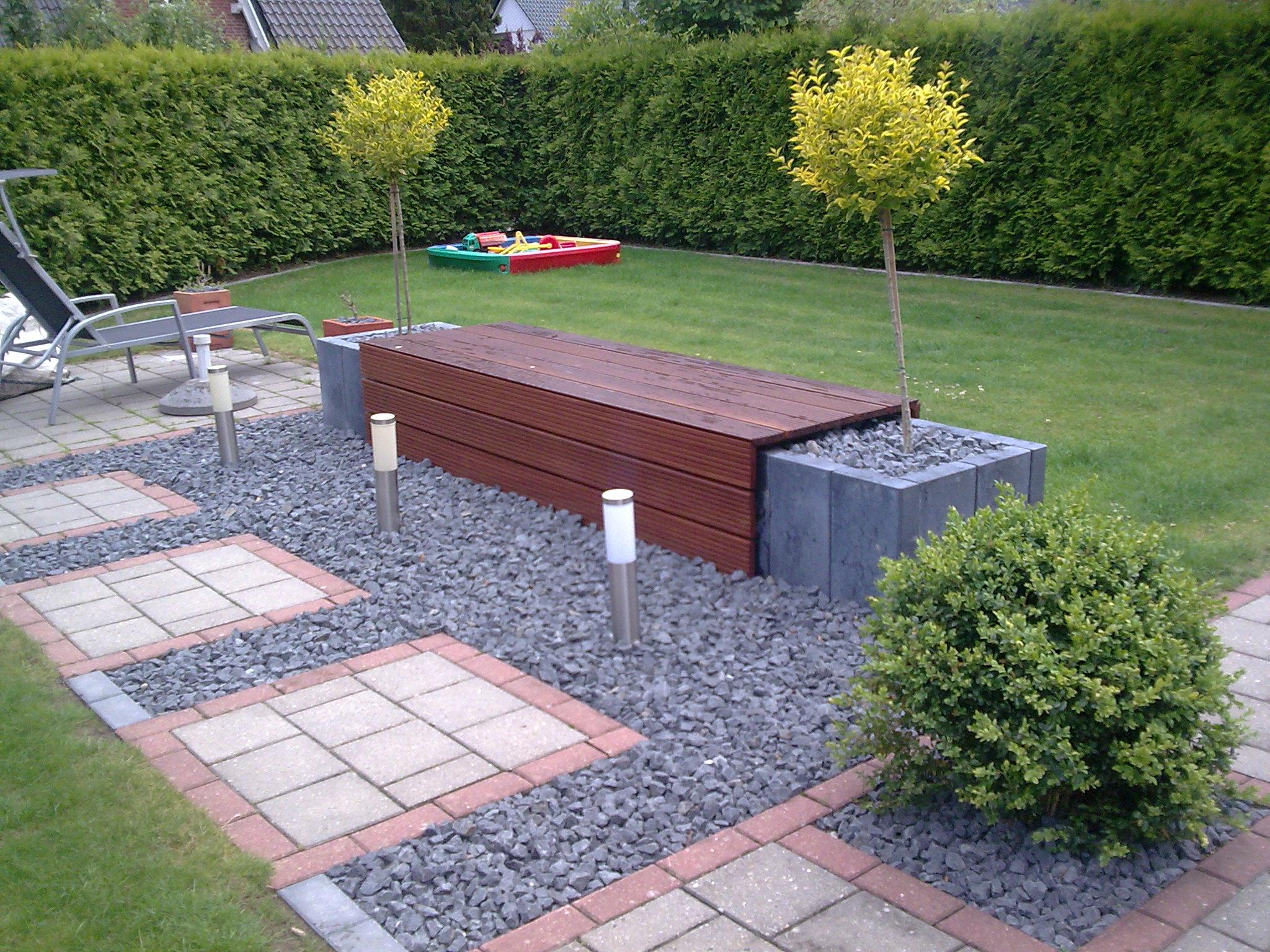 doppelhaushälfte mit sitzbank | righini garten- und landschaftsbau, Garten ideen
