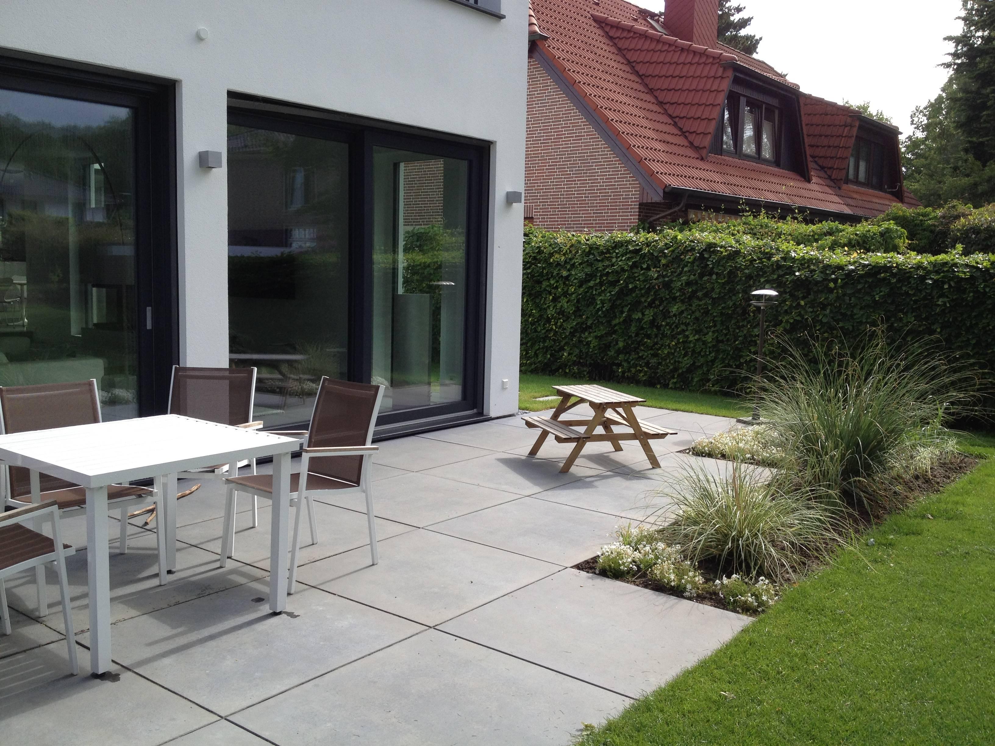 Garten und landschaftsbau terrasse  Terrasse mit Grossformat Platten | RIGHINI Garten- und Landschaftsbau